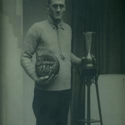 Kampioen krulbol, Theofiel Ridel, 1937