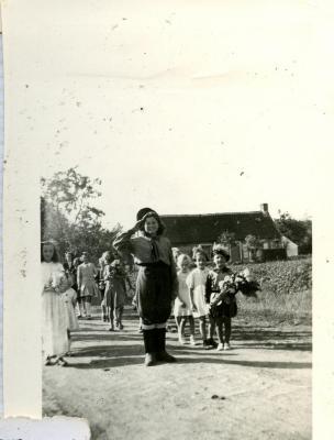 Kinderen tijdens Vredesstoet, Oostmoer Waarschoot, 1944