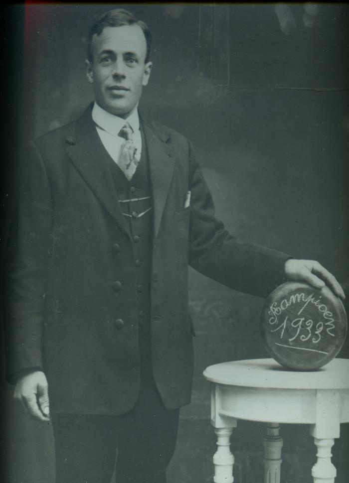 Kampioen krulbol, August Bruggeman, 1933