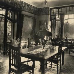 De eetkamer van Villa Pinehurst in Eeklo, jaren 1920