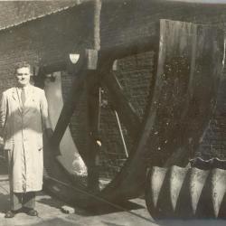 Hoofdpoulie van haarsnijderij Enke, ca. 1948
