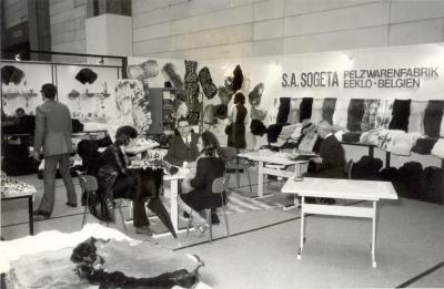 Fabriek Sogeta uit Eeklo op de textielbeurs, ca. 1975