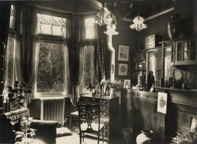 De bibliotheek van Villa Pinehurst in Eeklo,  jaren 1920