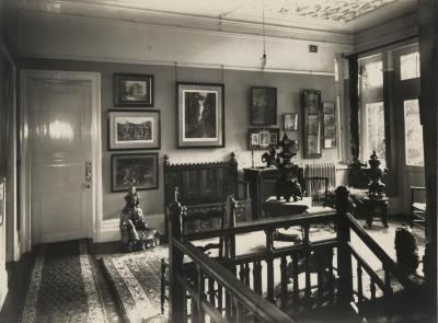 De overloop van Villa Pinehurst in Eeklo, jaren 1920