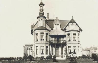 Villa Oaklands in Eeklo omstreeks 1898