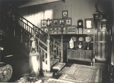 Inkomhal van Villa Pinehurst in Eeklo, jaren 1920