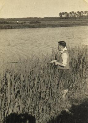 Achiel Coppens is aan het vissen