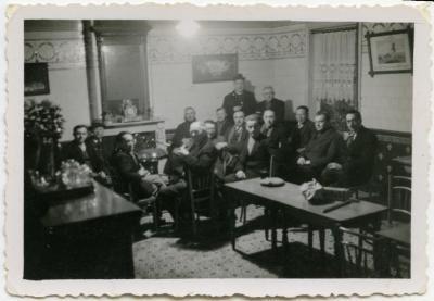 Op café in Knesselare, eerste helft 20ste eeuw