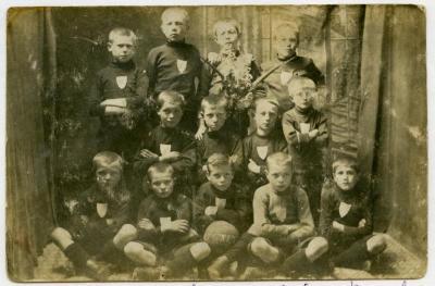 Jonge voetballers, Knesselare, ca. 1910