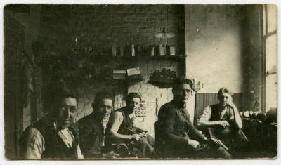 Schoenmakers en leerlingen, Knesselare, voor 1932