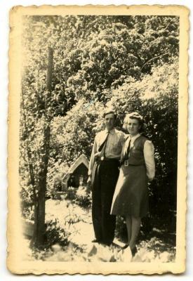 Jerome en Maria van Maldegehem bij het kapelletje