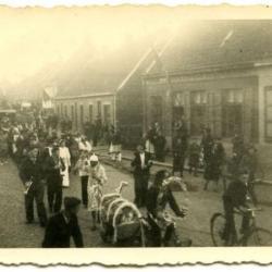 Een koets op de oprijlaan van Villa Pinehurst, Eeklo, maart 1910
