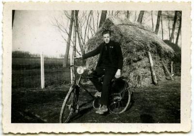 Edgard Van Den Hende bij de hooiopper , Kaprijke