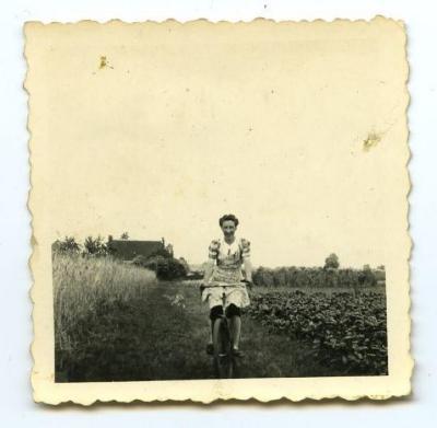 Op het land met de fiets