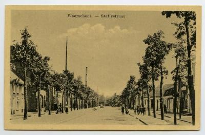 Postkaart dorpszicht Stationsstraat, Waarschoot