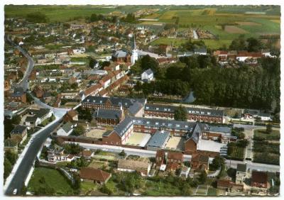 Luchtfoto centrum en klooster, Waarschoot