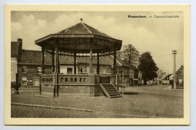 Postkaart dorpszicht gemeenteplaats, Waarschoot