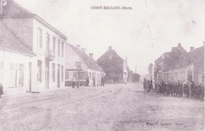 Postkaart met dorpszicht Oosteeklo, Assenede