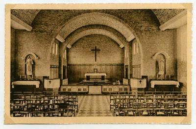 Zicht op het interieur van de eerste parochiekerk van Rieme (II)
