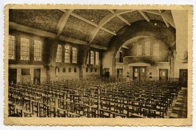 Zicht op het interieur van de eerste parochiekerk van Rieme (III)