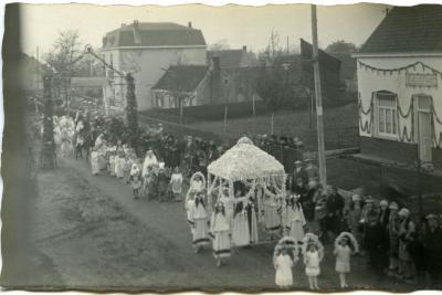 Inhuldigingsstoet voor pastoor Bouuaert, 1928 (III)