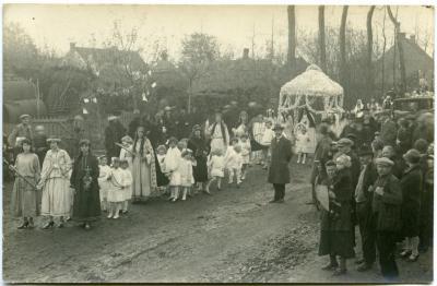 Inhuldigingsstoet voor pastoor Bouuaert, 1928 (IX)
