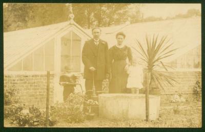 Gezinsportret familie Dauwe, Kaprijke, 1916