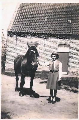 Maria Van Maldeghem met paard, Aalter, 1940-1960
