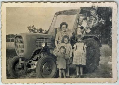 Eerste tractor op de hoeve De Clercq _Van Parys