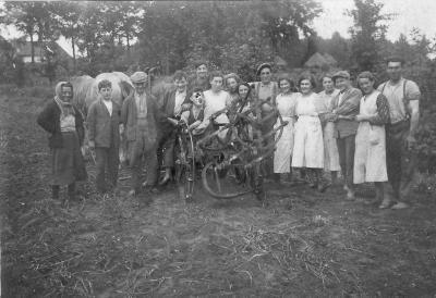Aardappelen rooien 1942