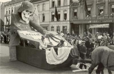 Bevrijdingsstoet op 21/07/1945 in Eeklo