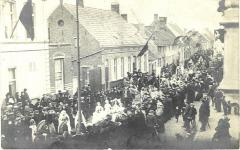Plechtige inhuldiging van pastoor Masier in Bassevelde, 1914