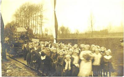 Plechtige inhuldiging pastoor Masier, Bassevelde 1914