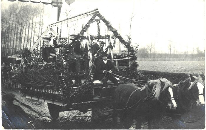 Praalwagen bij plechtige inhuldiging pastoor Masier, Bassevelde 1914